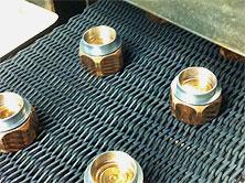 Furnace belt of brazing furnace with brazed parts